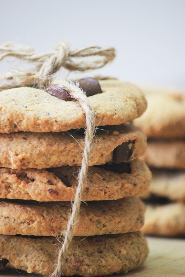 ナッツフラワーとチョコチップスの甘さがちょうどいいバランス!お好みでダークチョコチップスを使うと、大人っぽい味に仕上がります。この チョコチップクッキー は糖質7g以下です。このレシピを参考に料理を作れば、必要以上に糖質量をオーバーしてしまうことはありませんし、安心して糖質制限ダイエットを続けることが出来ます。