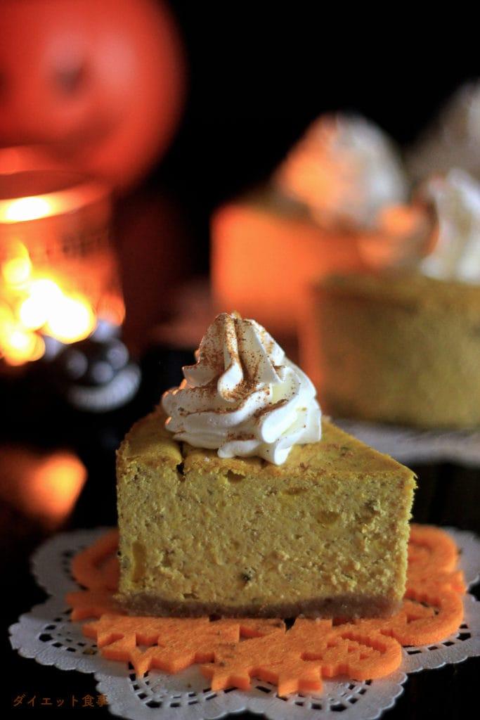 素朴な甘さのかぼちゃとクリーミーなチーズ味は相性抜群!この ハロウィン かぼちゃチーズケーキ は糖質3g以下です。このレシピを参考に料理を作れば、必要以上に糖質量をオーバーしてしまうことはありませんし、安心して糖質制限ダイエットを続けることが出来ます!