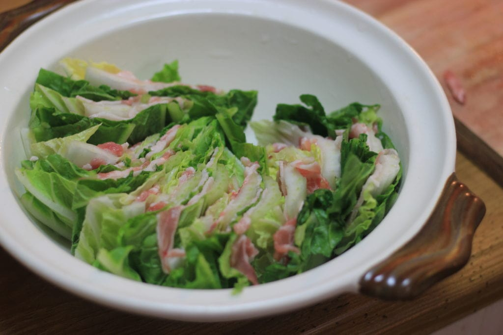 うちのダイエット食事 | 白菜ミルフィーユを仕上げの具でたちまち華やぐ!この白菜と豚バラのミルフィーユ鍋は糖質5g以下です。このレシピを参考に料理を作れば、必要以上に糖質量をオーバーしてしまうことはありませんし、安心して糖質制限ダイエットを続けることが出来ます!