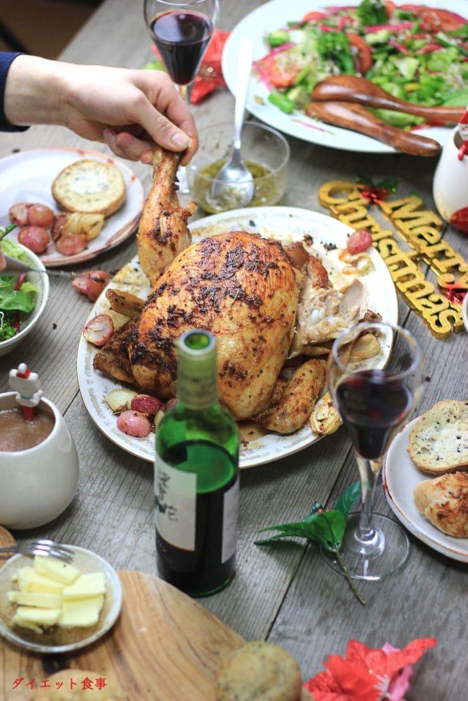 クリスマス、お正月、感謝祭、ハロウインなどで基本的なローストチキンはいかがでしょうか?このBBQローストチキンは糖質3g以下です。このレシピを参考に料理を作れば、必要以上に糖質量をオーバーしてしまうことはありませんし、安心して糖質制限ダイエットを続けることが出来ます!