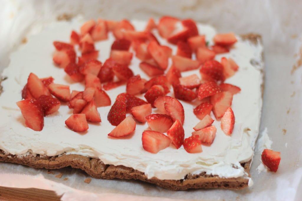 ふんわり、ふわわ。軽やかな口当たり♪ このクリスマスロールケーキは糖質7g以下です。このレシピを参考に料理を作れば、必要以上に糖質量をオーバーしてしまうことはありませんし、安心して糖質制限ダイエットを続けることが出来ます!