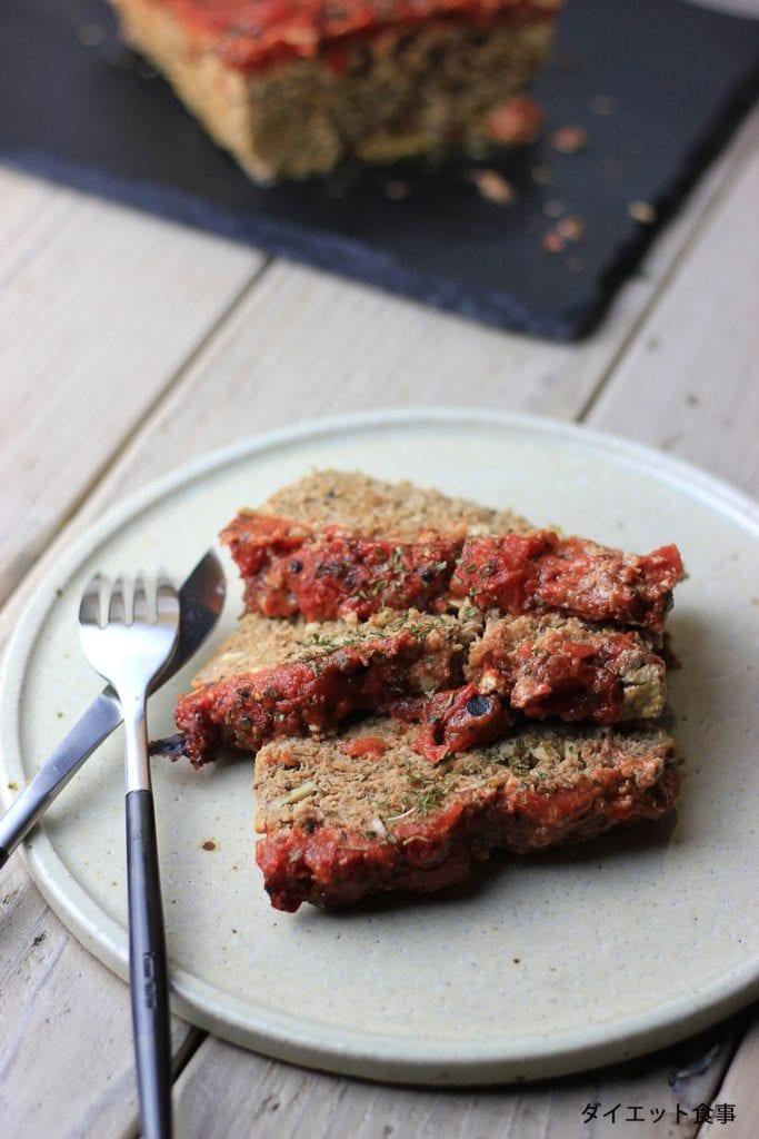 内のダイエット食事 | 肉が柔らかくてジューシー!このミートローフは糖質5g以下です。このレシピを参考に料理を作れば、必要以上に糖質量をオーバーしてしまうことはありませんし、安心して糖質制限ダイエットを続けることが出来ます!