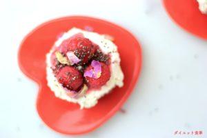 ダイエット食事・このローカーボラズベリーのレアチーズケーキは糖質4g以下です。このレシピを参考に料理を作れば、必要以上に糖質量をオーバーしてしまうことはありませんし、安心して糖質制限ダイエットを続けることが出来ます!