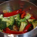 ダイエット食事・この野菜のすき煮は砂糖不使用です。糖質9g以下です。このレシピを参考に料理を作れば、必要以上に糖質量をオーバーしてしまうことはありませんし、安心して糖質制限ダイエットを続けることが出来ます!