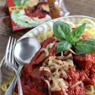 ビーガンソーセージの赤パプリカソースのパスタ(ズッキーニ麺使用)