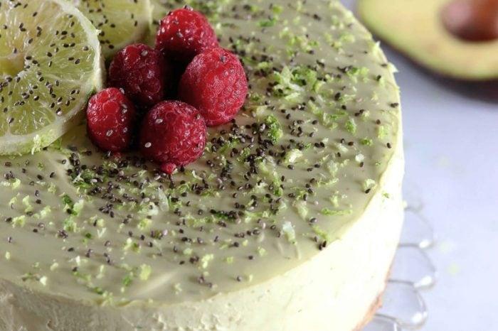 アボカドとライムのレアチーズケーキ