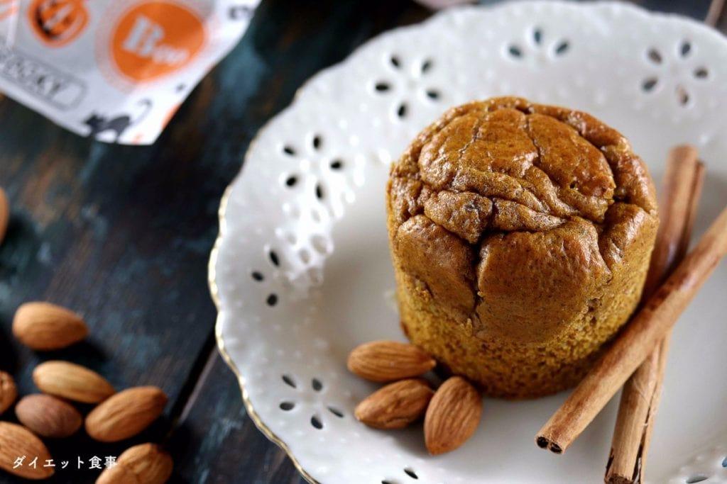ダイエット食事・糖質オフパンプキンマフィン・このマフィンは小麦粉不使用で砂糖不使用です。糖質は3g以下です。このレシピを参考に料理を作れば、必要以上に糖質量をオーバーしてしまうことはありませんし、安心して糖質制限ダイエットを続けることが出来ます!