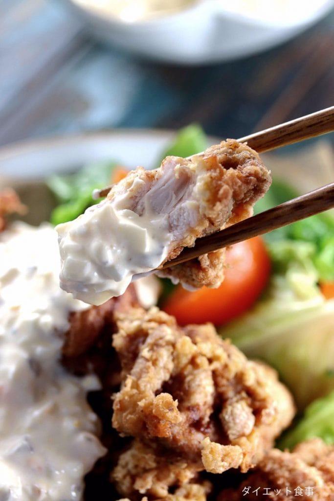 チキン南蛮の作り方・うちのダイエット食事・箸が糖質オフ唐揚げを持っています。