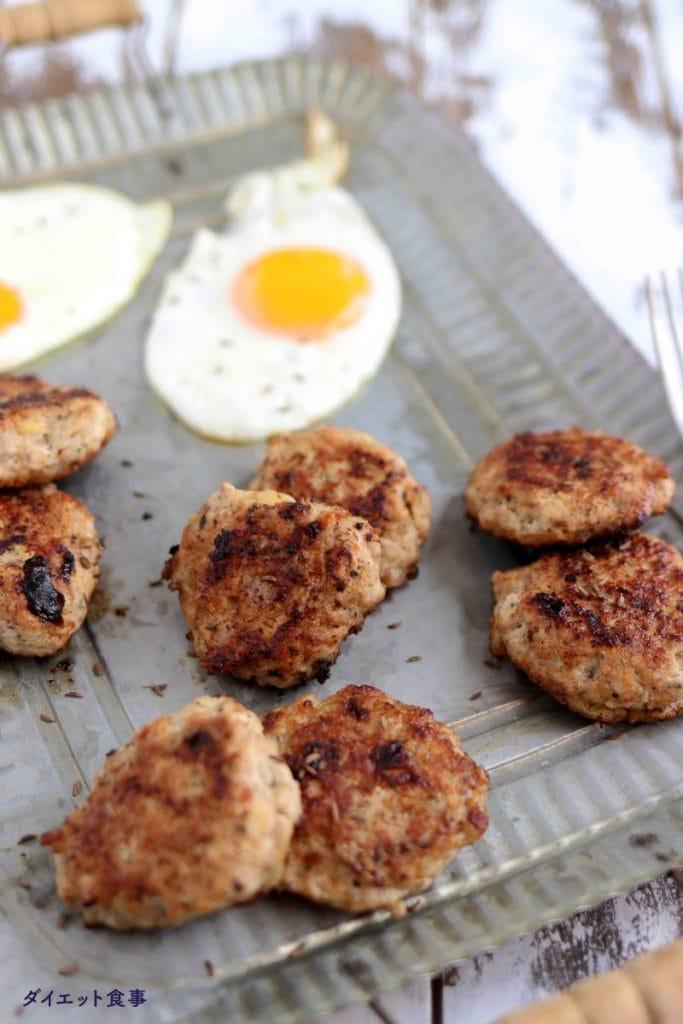 朝ごはんでキャラウェイ入りハンバーグのレシピ・うちのダイエット食事・ブレックファーストソーセージはカナダで一般的な朝ごはんです。
