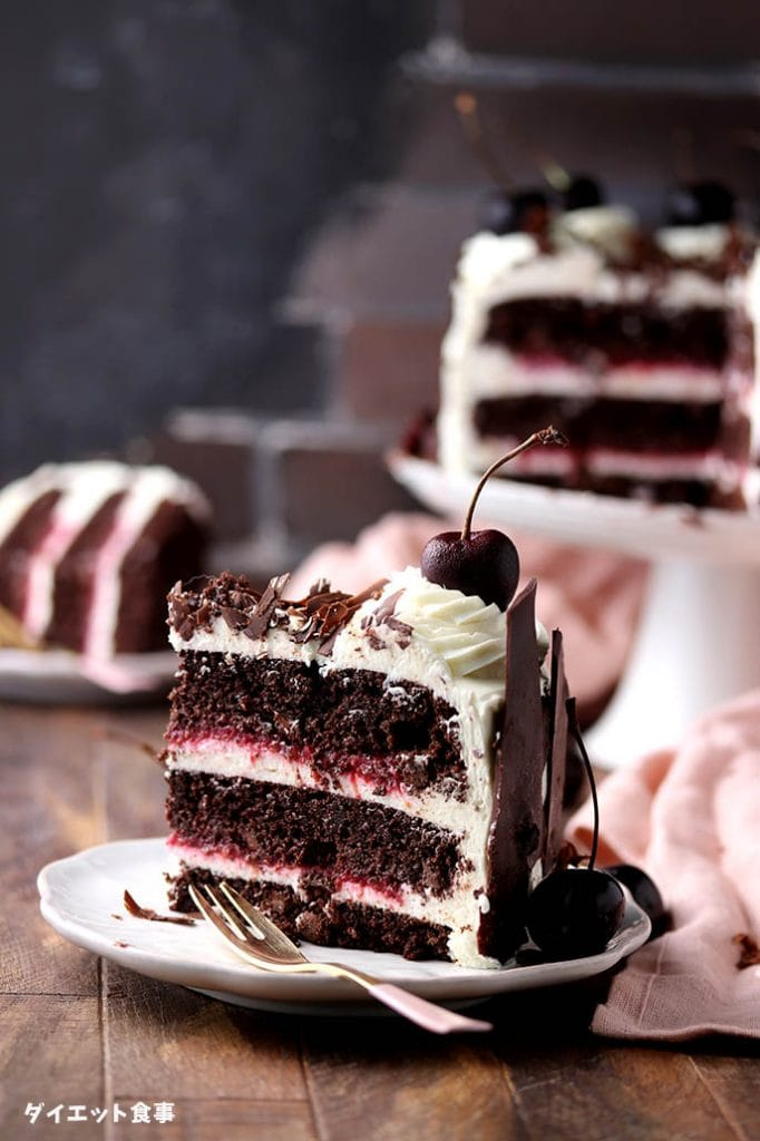 黒い森のケーキの一人切れの写真です。